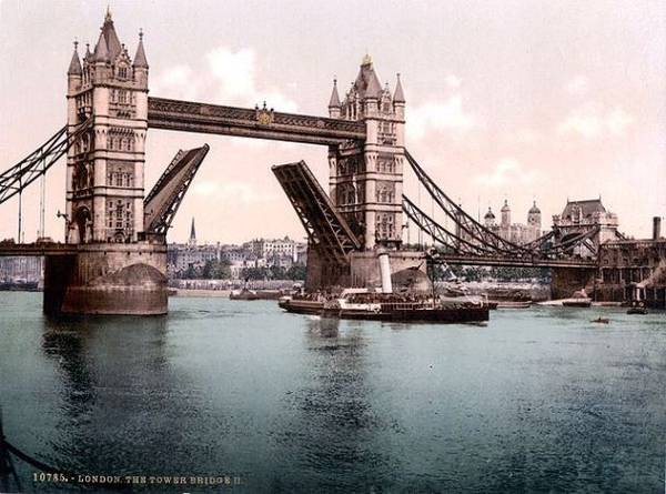 Die London Tower Bridge um 1900