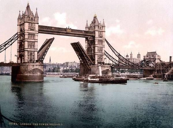 Die London Tower Bridge um 1900