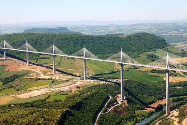 Viaduc de Millau, France, seen from the air Foto: Mike Lehmann, Mike Switzerland Lizenz: (CC-by-sa 2.5)